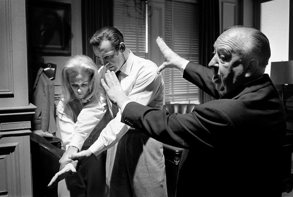 70 Каннский кинофестиваль, Альфред Хичкок, Шон Коннери, Типпи Хедрен, Alfred Hitchcock shows where he wants the camera on Sean Connery Tippi Hedren