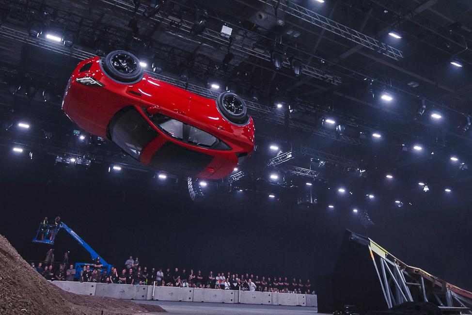 Новый Jaguar E-PACE выполнил рекордный трюк
