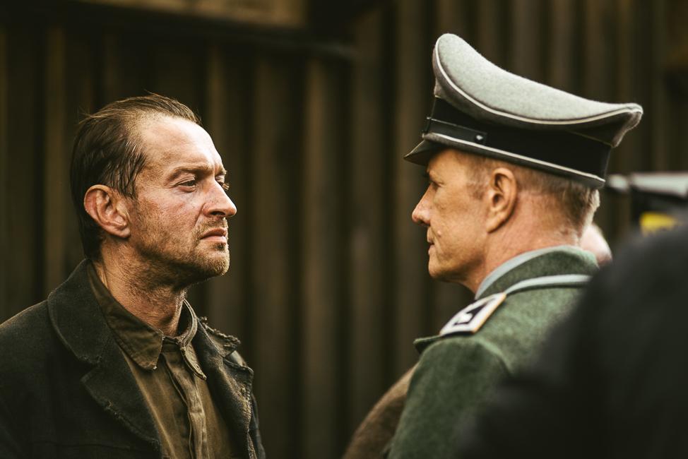 Константин Хабенский приехал в Петербург, чтобы лично представить свою дебютную режиссерскую работу - фильм «Собибор».
