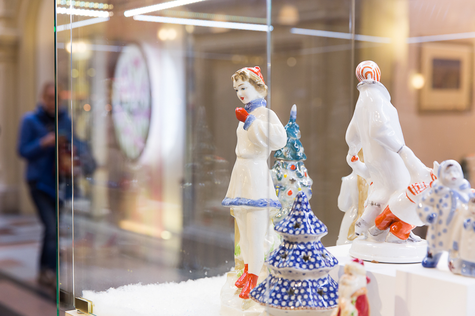 Выставка «Старый добрый Новый год» от Александра Олешко в ГУМе