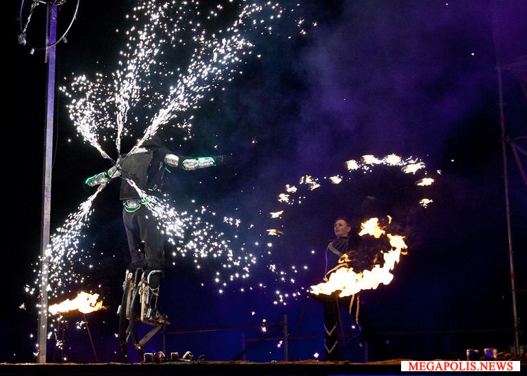 Лучшие файер-команды зажгли «Рождественскую звезду» в Петербурге