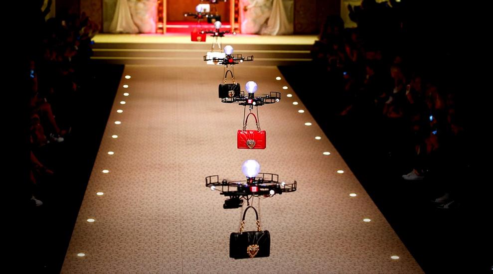 Показ Dolce&Gabbana в Милане - дроны впервые стали моделями