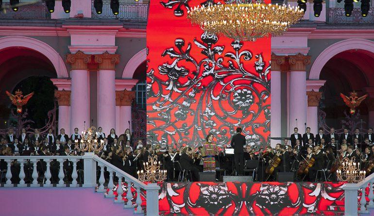 «Классику на Дворцовой» послушали 300 тысяч человек