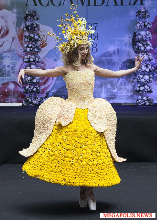Драгоценные камни и россыпь цветов: гранд-дефиле коллекции «Драгоценности»