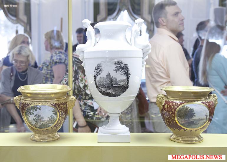 открылась выставка «Фарфоровые пригороды Петербурга»