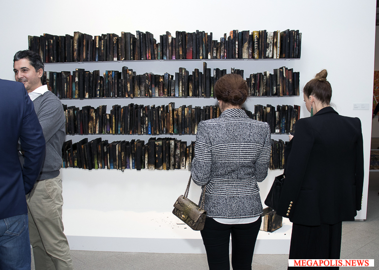 Первая в России выставка искусства Катара открылась в Петербурге