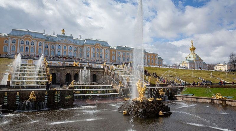 Петергоф продлевает работу фонтанов