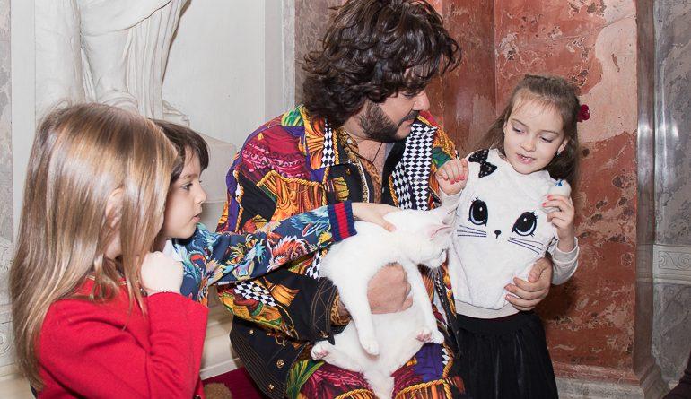 Цвет настроения Эрмитаж: Киркоров встретился с котом Ахиллом